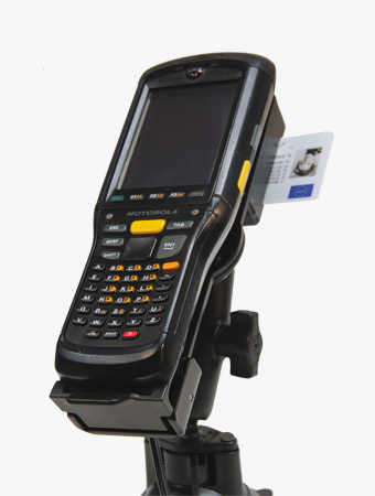 TISPLUS Hardware Zubehör für die Logistik: Fahrzeughalterung für Zebra MC95 mit eingelegtem Handheld
